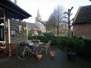 Radstilleben mit Huhn