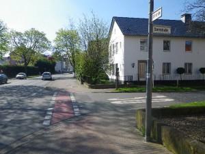 fährt man auf dem Bürgersteig weiter, scheint es aber doch ein Radweg zu sein...