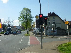 """Hier geht der Radweg einfach in einen Fußweg über, """"Fahrräder frei"""""""