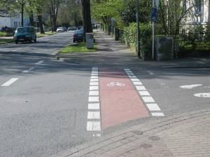 ...fahren wir nun auf dem Bürgersteig/Radweg?