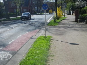 oh, Mist, hätte wohl die Straße nehmen müssen, Radweg benutzungspflichtig jetzt...