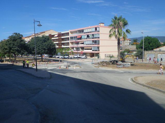 ... die neue Haupstraße nach Aleria, bisherige Bauzeit: 3 Jahre