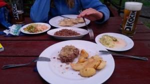 Fleisch, Kartoffeln, Buchweizen & Pierogi. Vorher Jurek